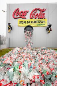 Greenpeace-Aktion beim Coca-Cola-Werk in Edelstal