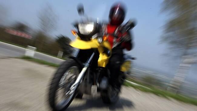 Der Motorradfahrer sah den Pkw zu spät