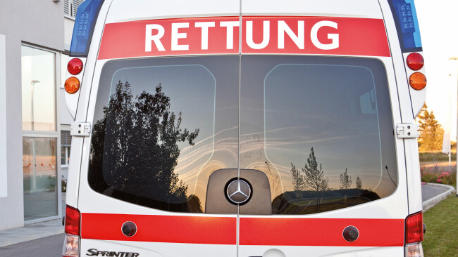 Rotes Kreuz Notarzt Rettung Notfall Sanitäter Symbolbild