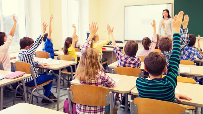 Schüler Lehrer Schulklasse Klassenzimmer Schule Bildung Klasse Symbolbild