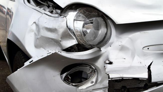 Auto Unfall Autounfall Verkehrsunfall Symbolbild Crash