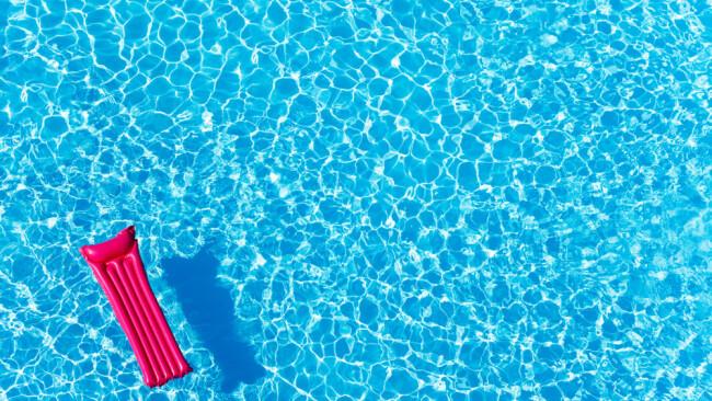 Luftmatratze Symbolbild Sommer Schwimmen Schwimmbad Freibad