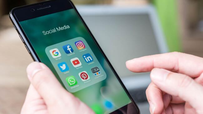 Social Media Smartphone Symbolbild