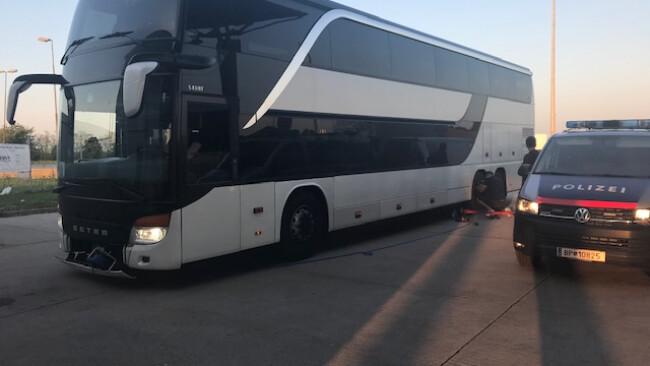 defekter Reisebus
