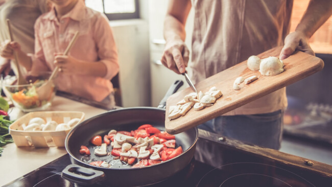 Kochen Familie Küche Symbolbild