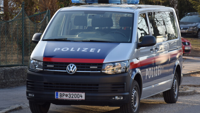 440_0008_7668144_mar35stadt_leiche Polizei Polizeiauto Symbolbild