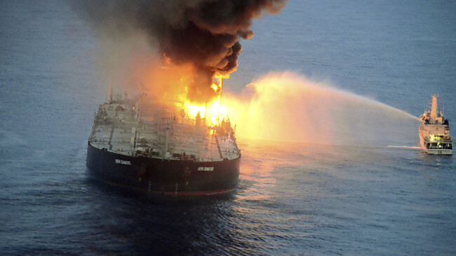 Ein brenndender Öltanker bedeutet nie etwas Gutes