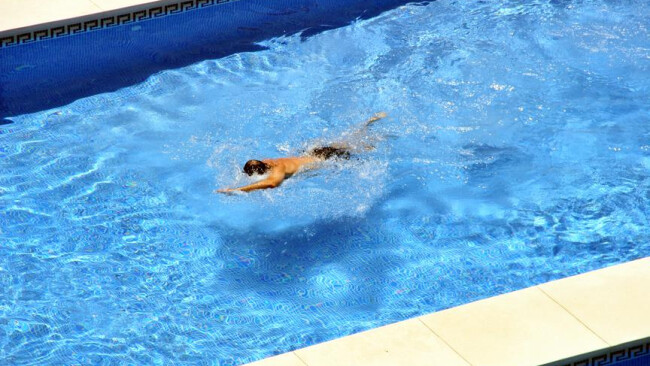 Hotel, Schwimmbad / Hotel, swimming pool Hotel, Schwimmbad / Hotel, swimming pool [ (c) www.BilderBox.com,Erwin Wodicka,Siedlerzeile 3,A4062 Thening,Tel.+43 676 5103 678. Verwendung nur gegen HONORAR, BELEG, URHEBERVERMERK und den AGBs auf bilderbox.com ]