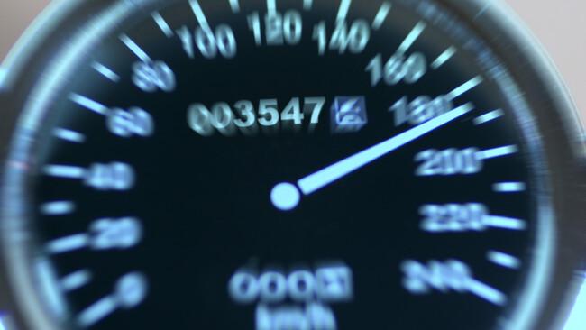 Auto Raser Symbolbild rasen Tempo Tempolimit