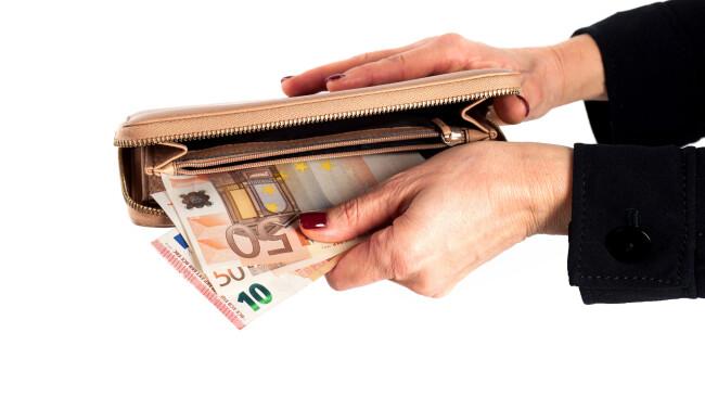 Geld Euro Frau Symbolbild