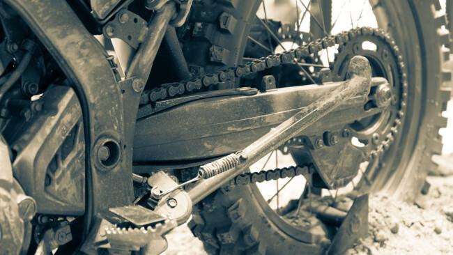 Symbolfoto Motorradreifen Schotter