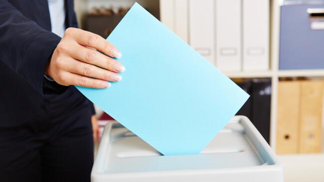 Abstimmung Wahl Urne Volksabstimmung Symbolbild