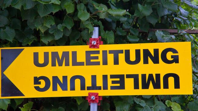Umleitung Sperre Verkehr Symbolbild