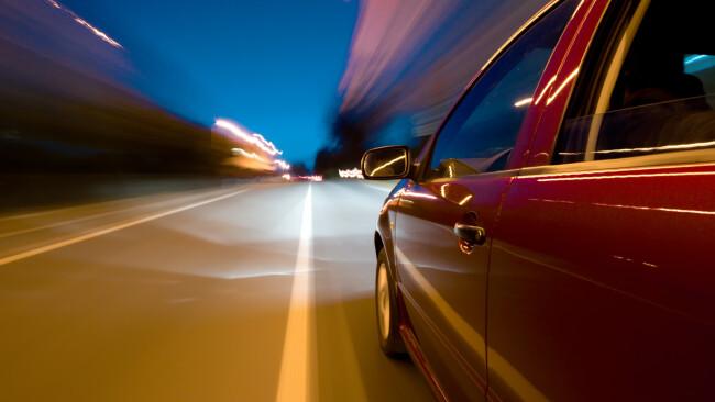 Raser Auto Autofahrer Symbolbild