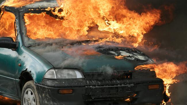 Autobrand Auto Brand Flammen Pkw Symbolbild