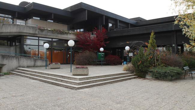 Hallenbad Neusiedl Symbolbild Gutachten liegt vor - Neusiedler Hallenbad wird zum Denkmal
