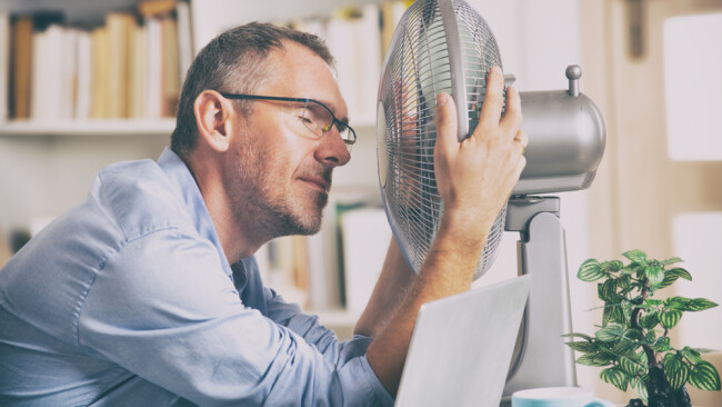 Hitze Hitzewelle Büro Symbolbild