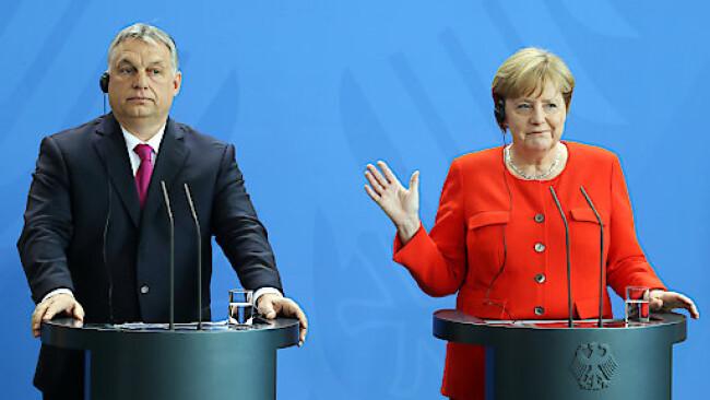 Bundeskanzlerin AngelaMerkel und VictorOrbán, Ministerpräsident von Ungarn, bei einem Treffen im Vorjahr.