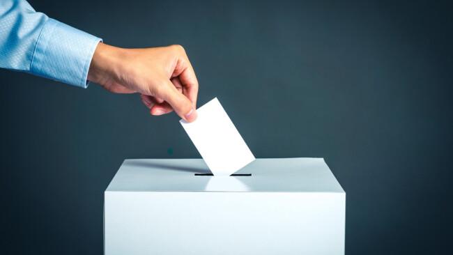 Wahl wählen Urne Stimme Symbolbild