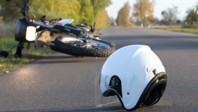 Symbolbild, Motorrad, Motorradunfall, Unfall, Helm, Motorradhelm