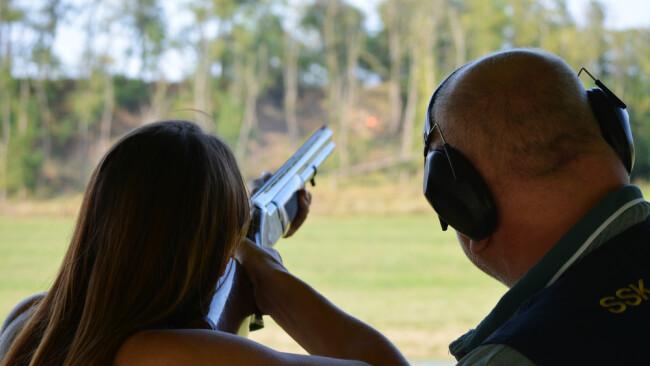 Gewehr Tontaubenschießen Schuss Jagd Symbolbild