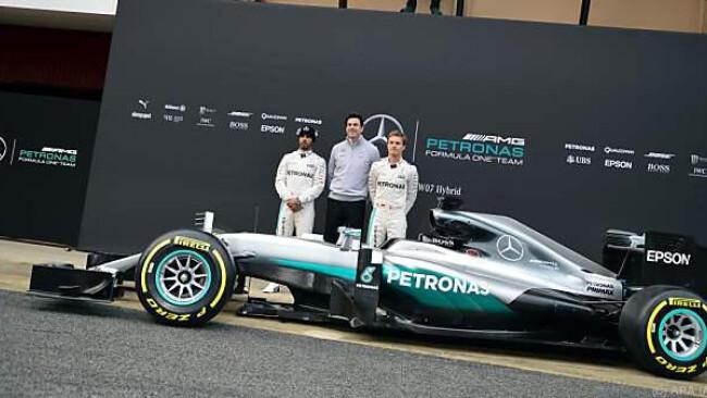 Lewis Hamilton, Toto Wolff und Nico Rosberg mit dem neuen Wagen