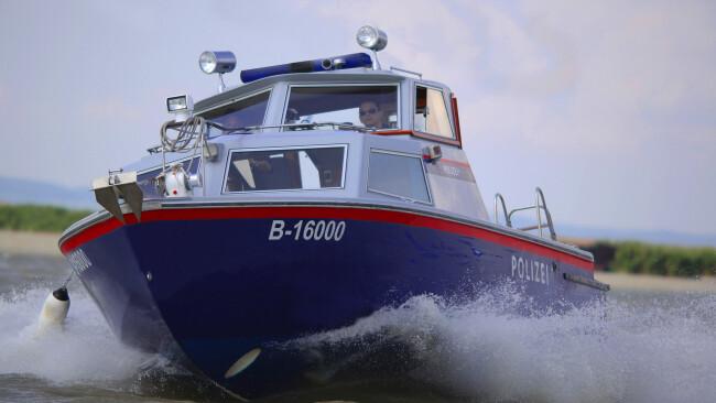 Seenot Polizeiboot Motorbootstreife Symbolbild