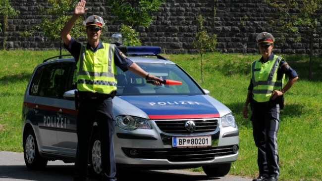 Polizei Polizeikontrolle Kontrolle Planquadrat Symbolbild