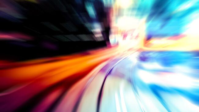 Verkehr Straßen Nacht Symbolbild Raser Fahrerflucht Mobilität