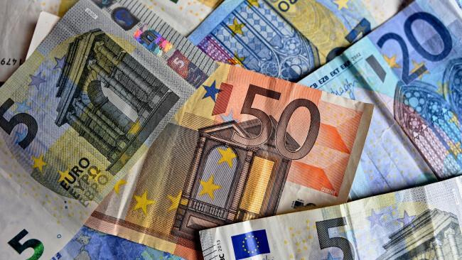Bargeld Geld Banknoten Euro Symbolbild