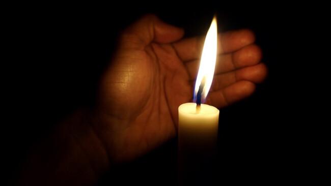 Stromausfall Kerze Blackout Symbolbild