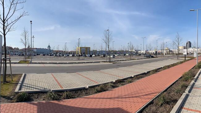 Outlet Parndorf Symbolbild Parkplatz 440_0008_7818583_nsd08pau_outlet_parkplatz3.jpg