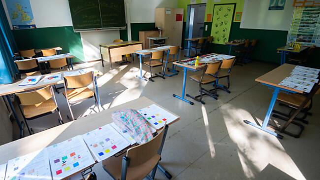 Die Klassenzimmer werden sich Mitte Mai wieder füllen
