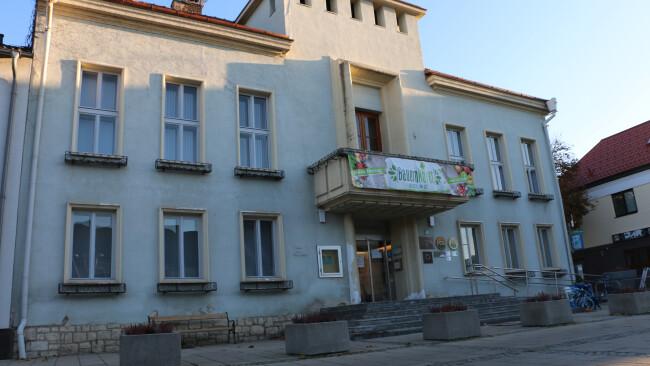 440_0008_7980341_nsd47bir_neusiedler_rathaus.jpg