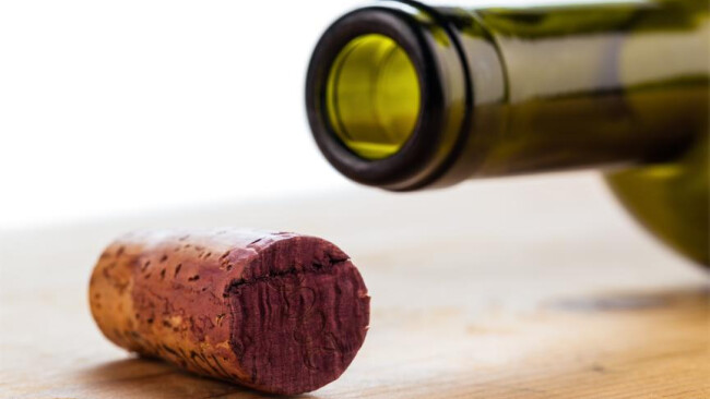 Wein Rotwein Uhudler Korken einer Weinflasche Der Korken einer Weinflasche in Nahaufnahme. Wein trinken ist in.