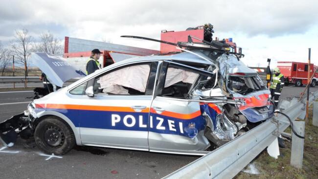 Auffahrunfall auf A3: LKW rammte Streifenwagen zwischen Hornstein und Pottendorf