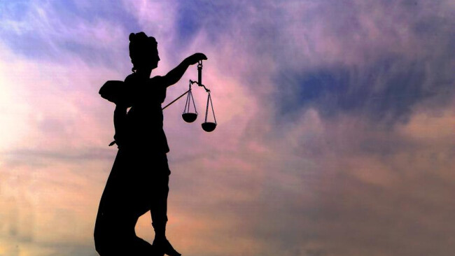 Gericht Justitia Sonnenaufgang Sonnenuntergang