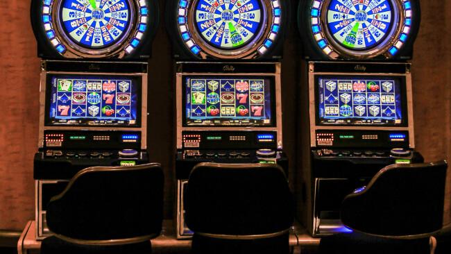 Spielautomat Glücksspiel Symbolbild
