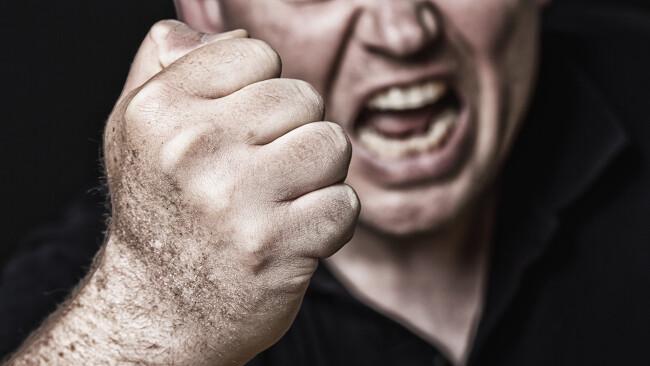 Aggressiv Aggression Drohung Gewalt Faust Symbolbild