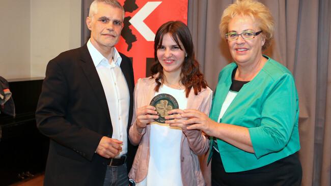 Julia Trenker gewinnt den Literaturpreis Schülerin der Neuen Mittelschule Großwarasdorf