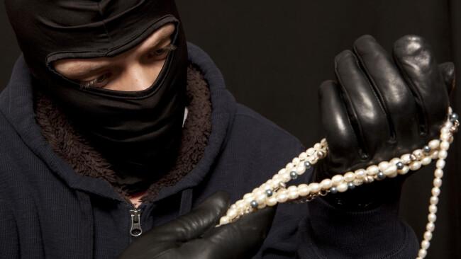 Juwelier Juweliergeschäft Juweliereinbruch Juwelierüberfall Schmuck Ringe Ring Symbolbild Überfall Einbruch