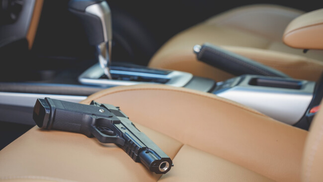 Waffe Auto Symbolbild