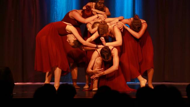 440_0008_7206599_owz13pko_reg_musical_stage_dance_compan.jpg