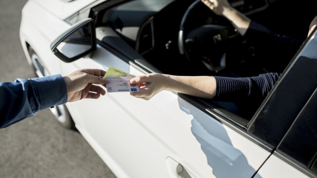 Verkehrskontrolle Führerschein Symbolbild