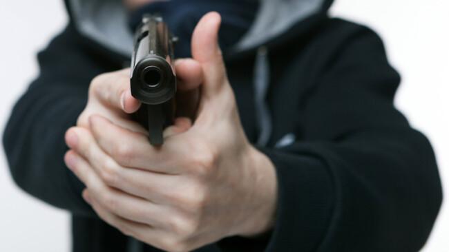 Banküberfall Überfall Waffe Pistole Symbolbild