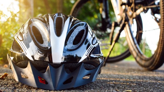 Symbolbild Rad Fahrrad Radfahrer Unfall