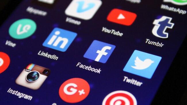 Symbolbild Social Media Soziale Netzwerke Apps Mobile