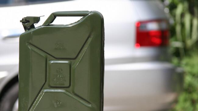 Symbolbild Benzinpreis Kanister Diesel / Symbolphoto price of petrol