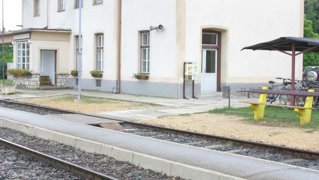 440_0008_6791959_nsd51bir_frauenkirchen_bahnhof_frk.jpg