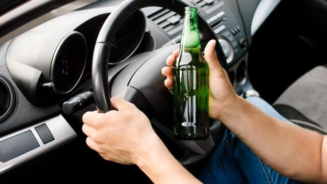 Alkolenker Alkohol am Steuer Alko-Unfall Unfall Symbolbild